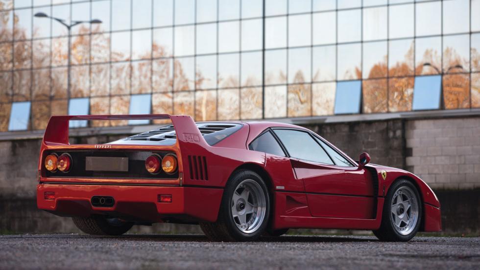 Ferrari F40 trasera