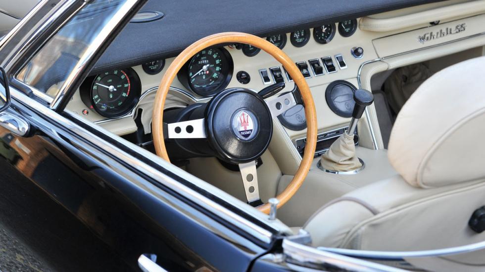 Maserati Ghibli Spyder interior