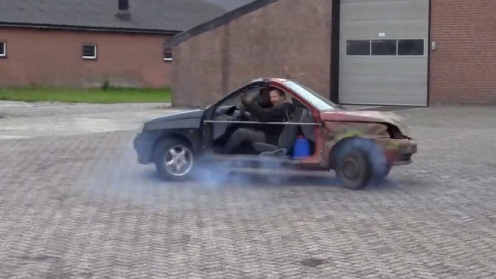 Coches estúpidos Renault Clio doble