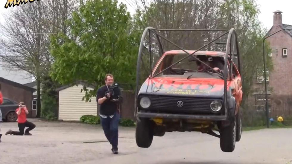 Golf II rodante saltando