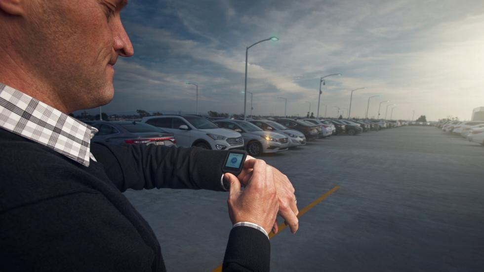 Smartwatch que controla remotamente coches
