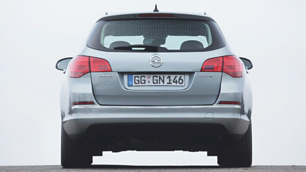 Opel Astra Sports Tourer trasera