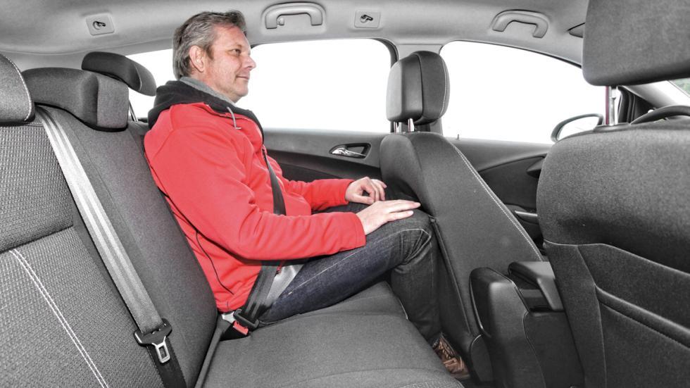 Opel Astra Sports Tourer plazas traseras