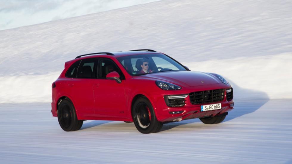 Porsche Cayenne GTS 2015 en hielo