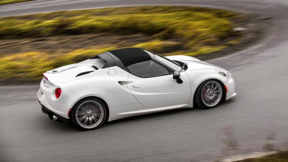 El frontal del Alfa Romeo 4C Spider no sufre ningún cambio respecto al del 4C co