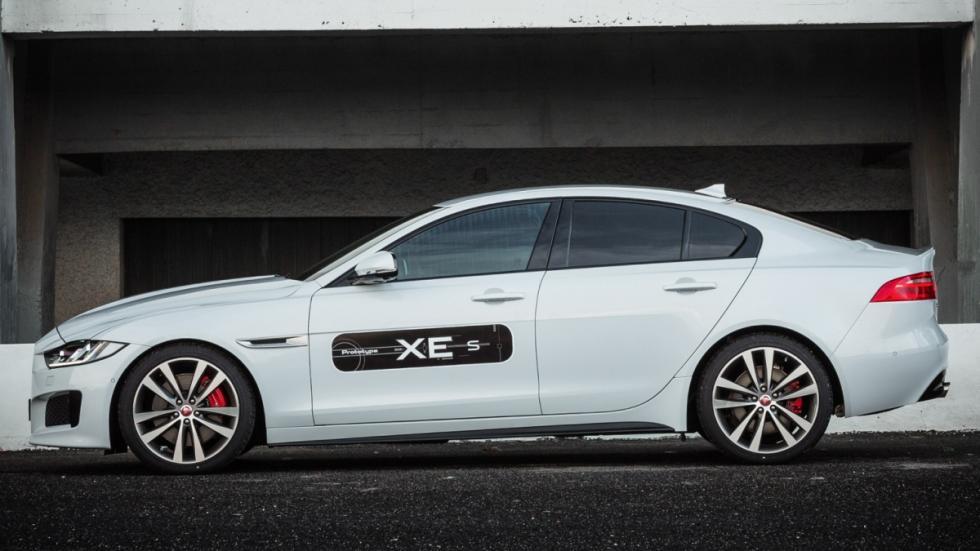 El Jaguar XE es la nueva berlina compacta que llega para rivalizar con el Audi A