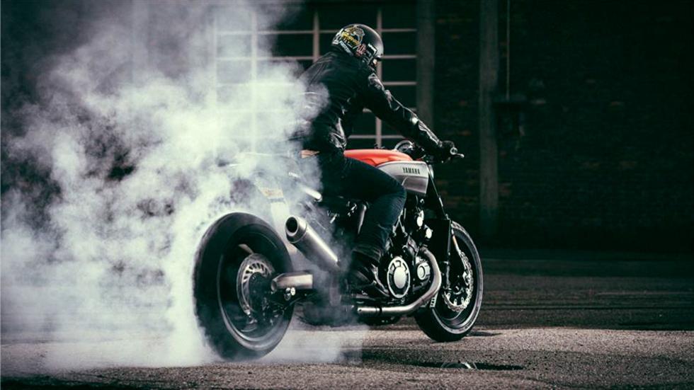 Yamaha-VMax-Infrared-JvB-quemando-rueda
