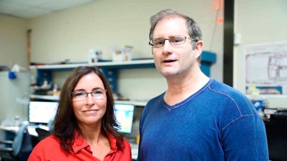 El aeropatín de 'Regreso al Futuro' se hace realidad - Greg y Jill Anderson