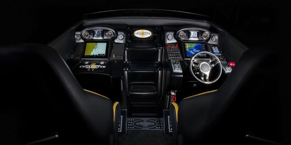 Cigarette Racing 50 Marauder GT S Concept cabina