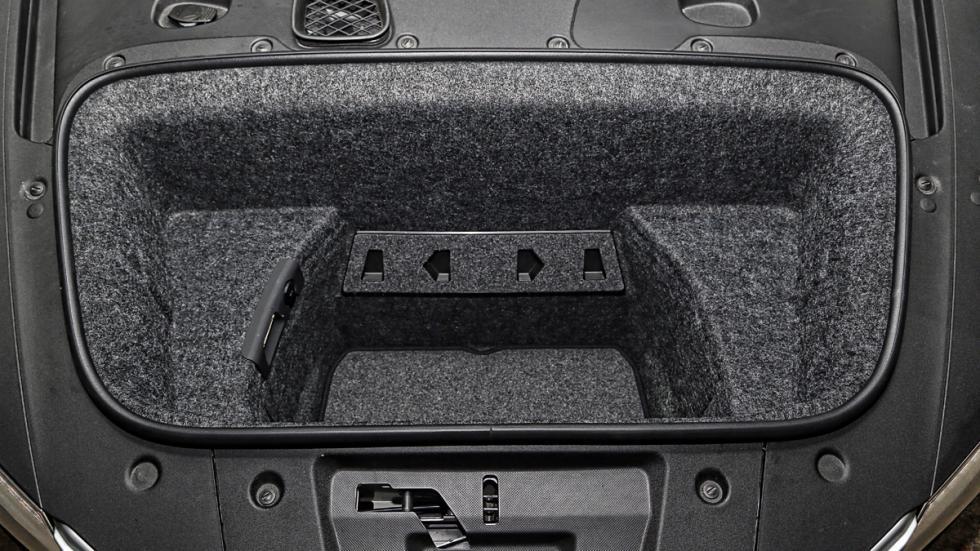 Audi R8 maletero