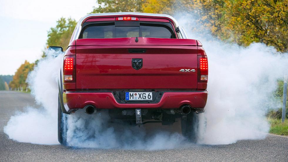 Dodge RAM 1500 5.7 Hemi  escape humo