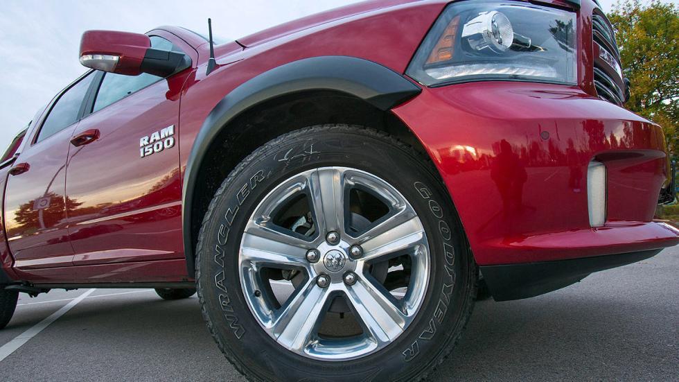 Dodge RAM 1500 5.7 Hemi  lateral llanta