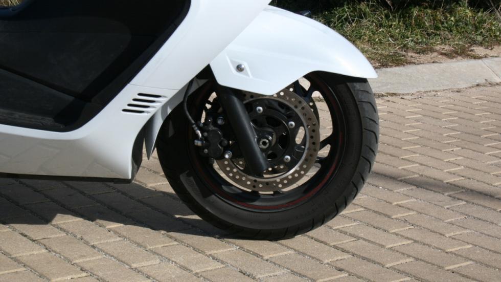 Suzuki-Burgman-400-frenos