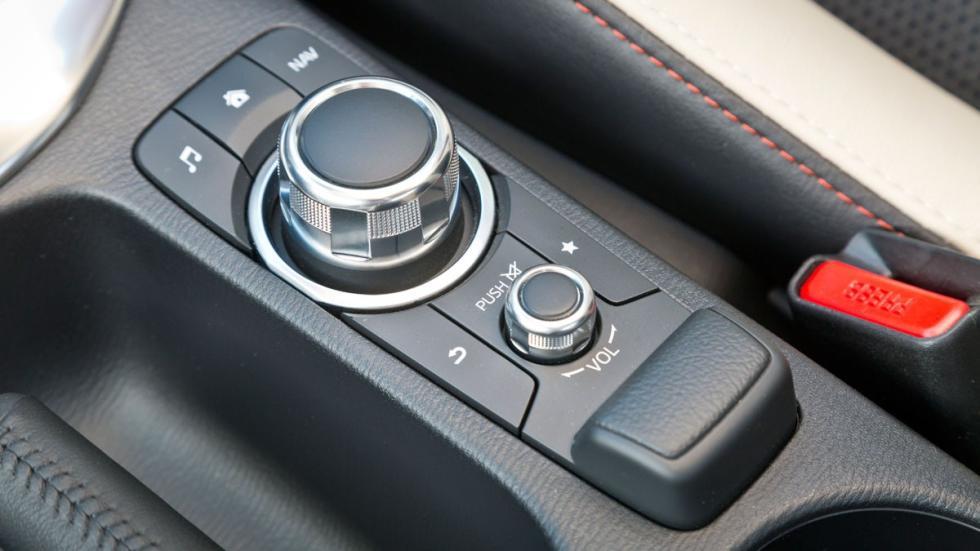 Mando HMI del Mazda2 2015
