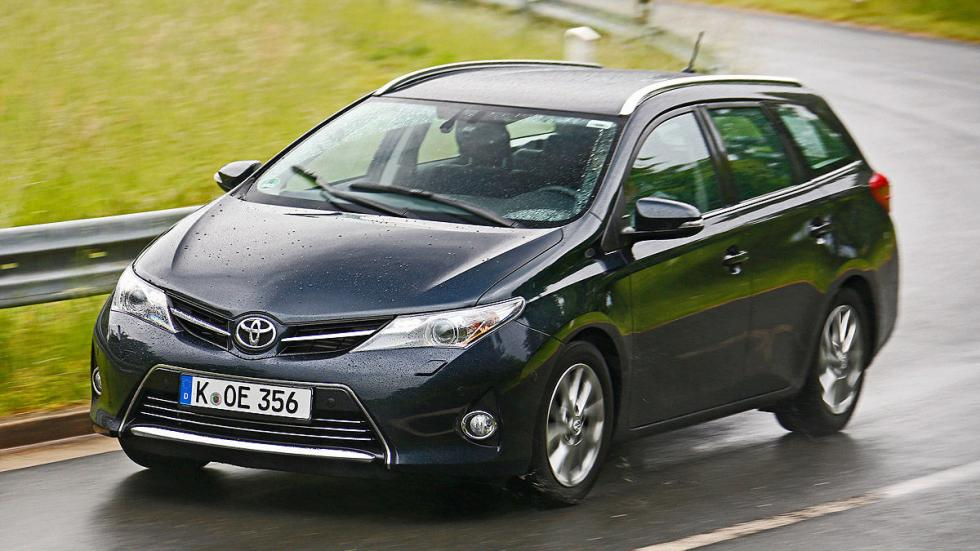 14: Toyota Auris Touring Sports 530 - 1658 litros