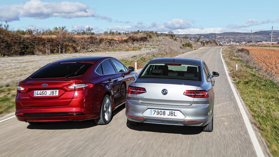 Trasera Ford Mondeo contra Volkswagen Passat