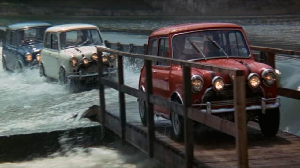The Italian Job - Mini cruzando canal