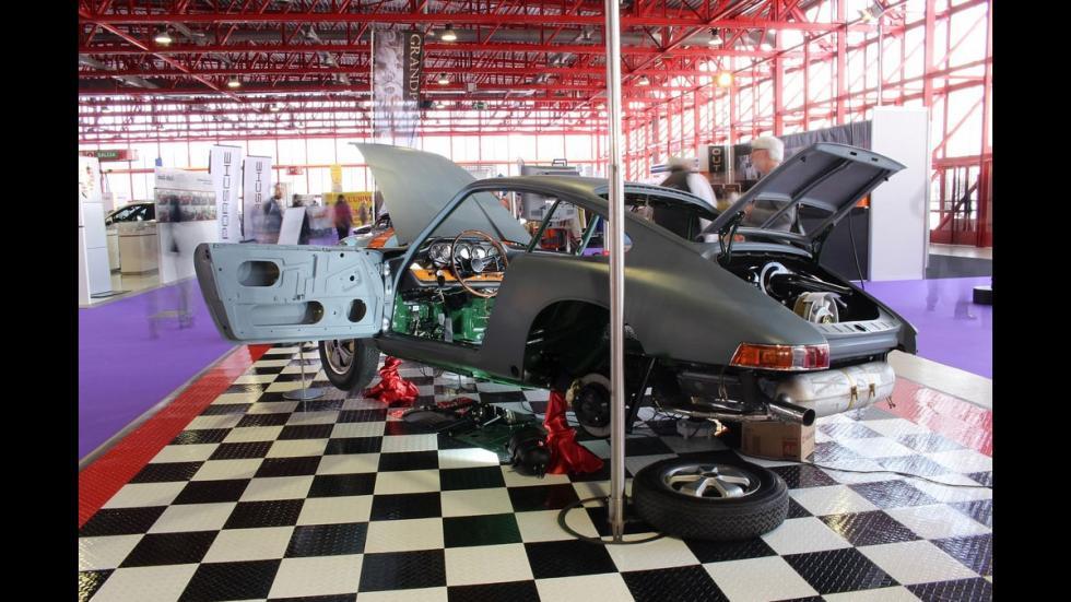 Presencia de restauradores de automóviles clásicos en ClassicAuto Madrid