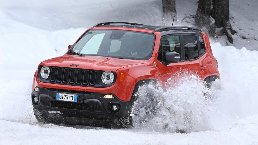 Jeep Renegade en hielo y nieve curva 2
