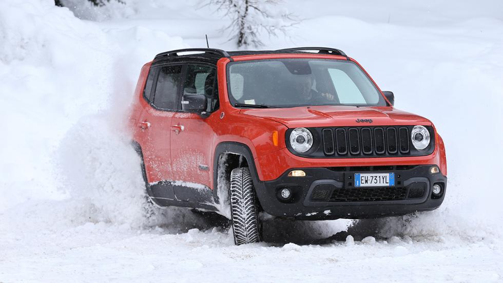 Jeep Renegade en hielo y nieve drift