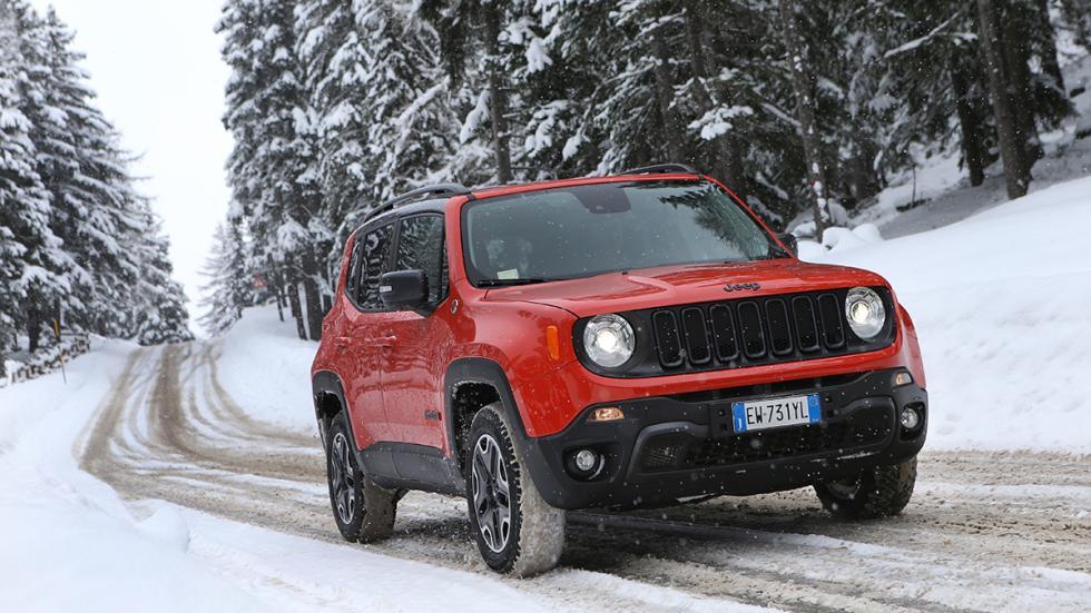 Jeep Renegade en hielo y nieve frontal