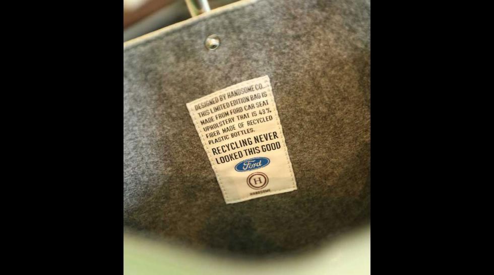 Etiqueta prenda elaborada a mano con materiales reciclados