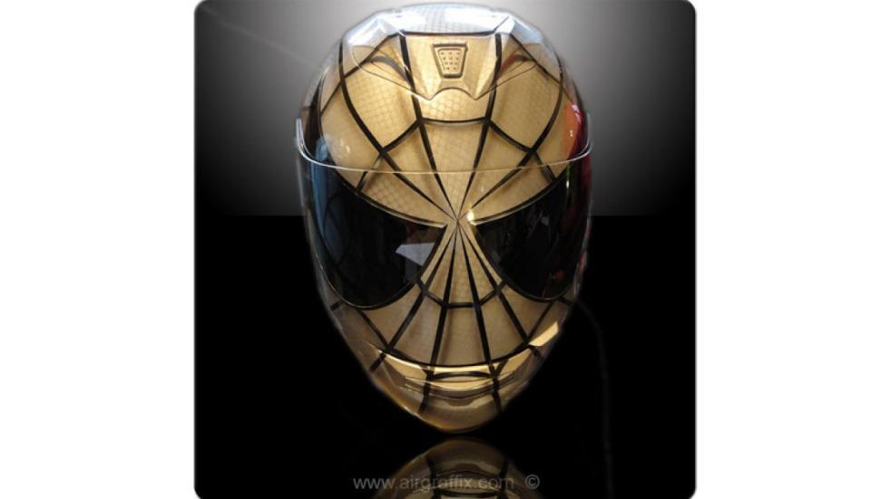 16-cascos-personajes-ficción-spiderman