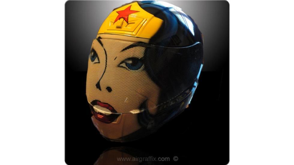 16-cascos-personajes-ficción-wonderwoman