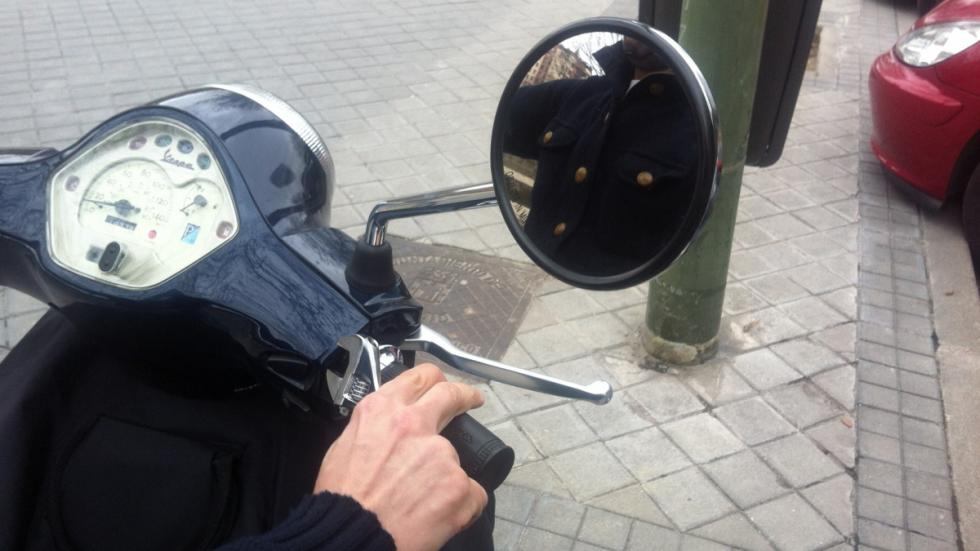 Cómo-regular-retrovisor-moto-visión-correcta