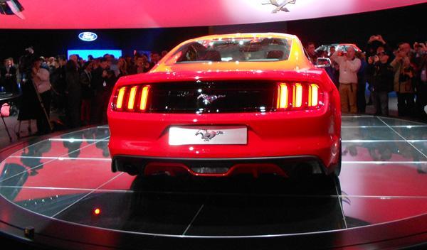 Ford Mustang 2015 zaga