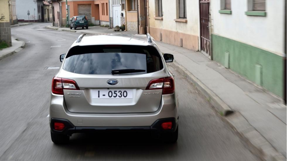 Subaru Outback 2015 zaga