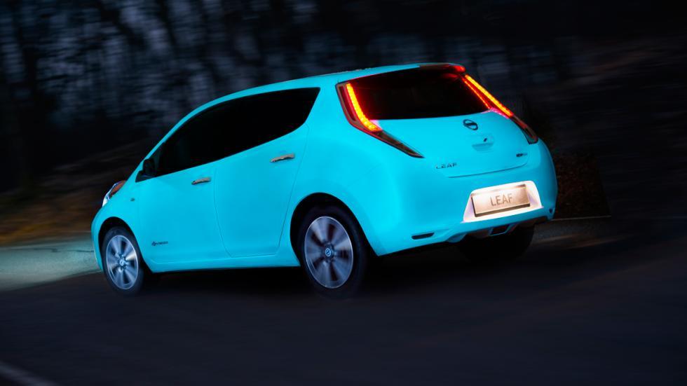 Nissan Leaf brillante trasera