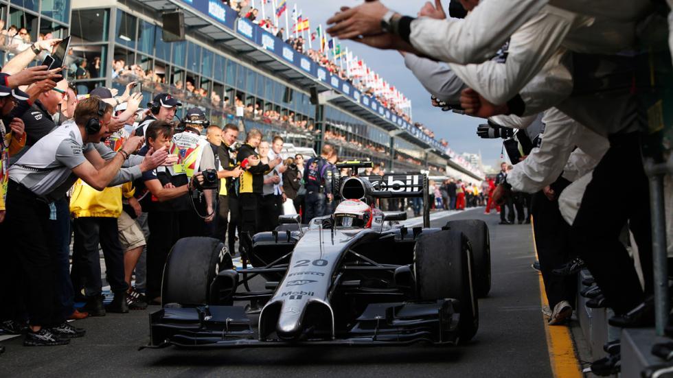 Exposición de Tag Heuer: 30 años de historia con McLaren - salida de boxes