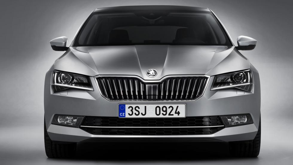 Skoda Superb 2015 frontal