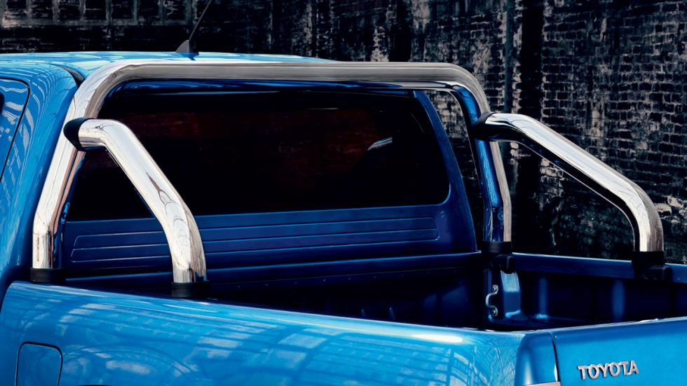 Toyota-Hilux-Invincible-X-zaga
