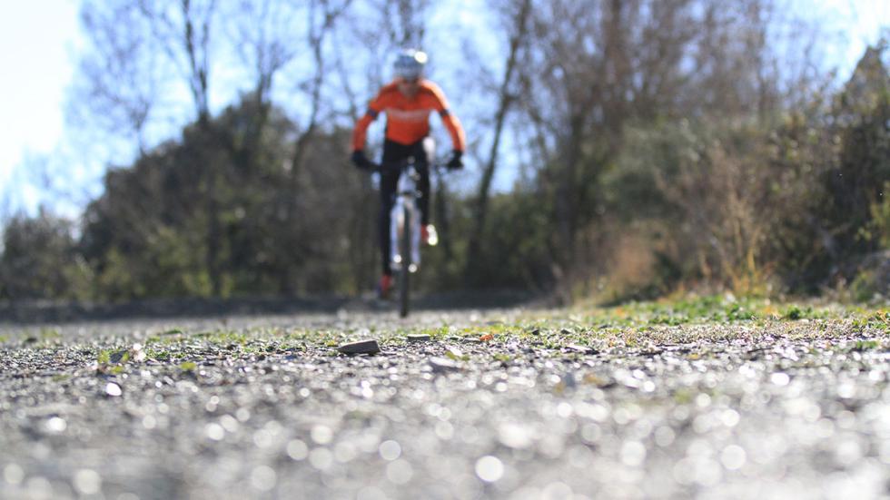 Tony Gallardo en bicicleta
