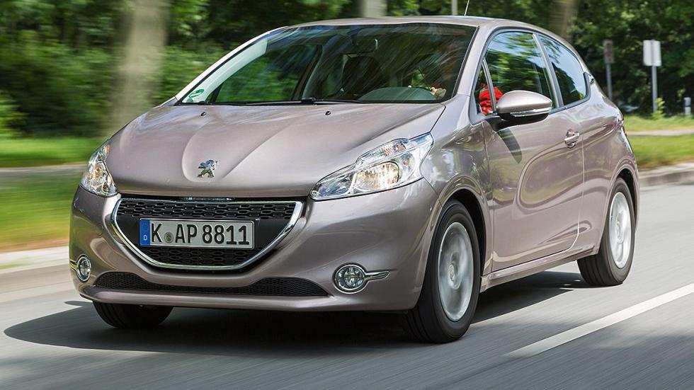 Peugeot 208 68 VTI Active (68 CV):Oficial: 4,3l. Test: 5,7l. Desviación: 32,6%