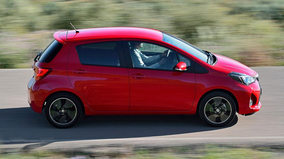 Toyota Yaris Hybrid 1.5 VVT-i (100 CV): Oficial: 3,3l. Test: 4,9l. Desviación: 4