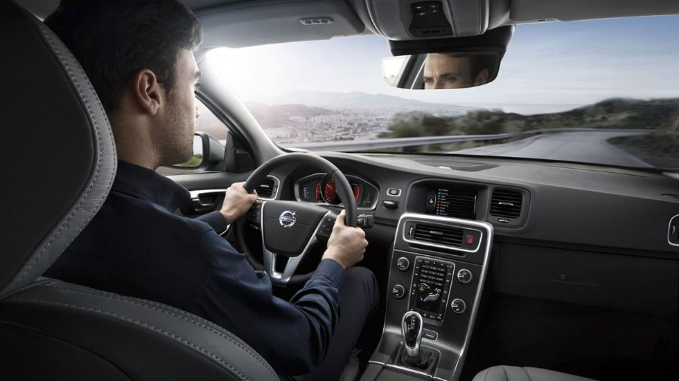 Conductor en un Volvo con Sensus Connect