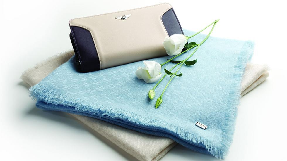 Colección bufandas y bolsos Bentley