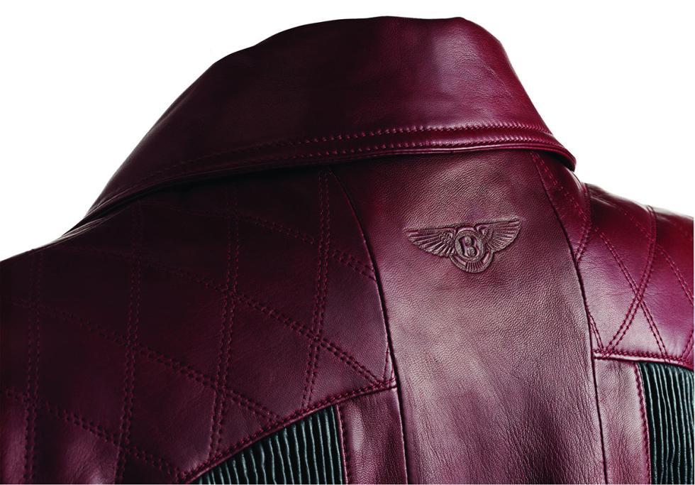 Cazadora de cuero de mujer en tono rojo de la Colección Bentley
