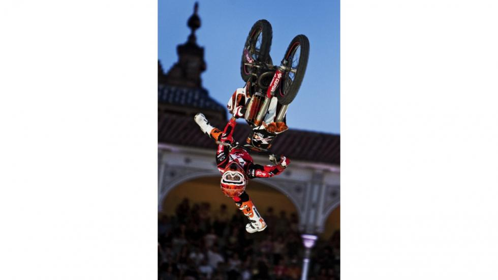 Red-Bull-X-Fighters-Madrid-Torres-vertical