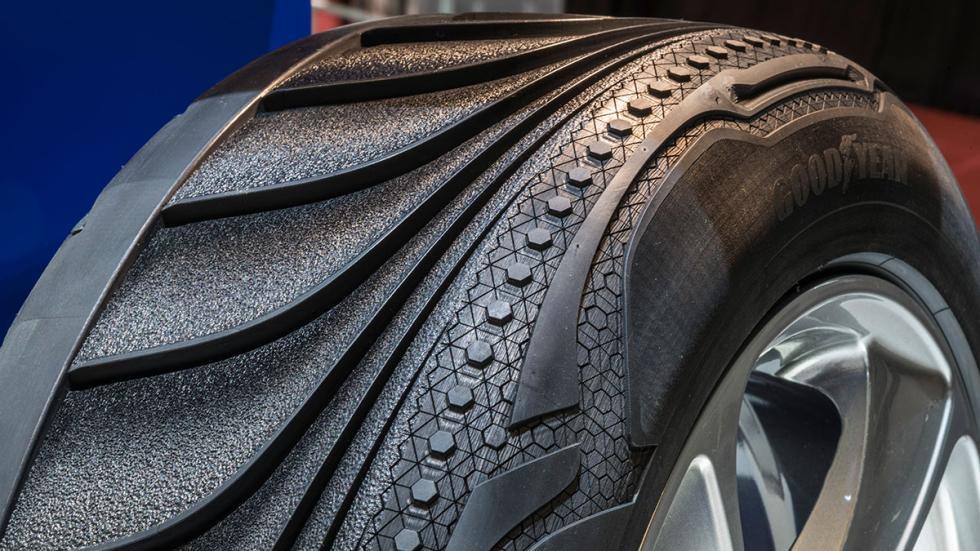 Detalle del neumático Goodyear Triple Tube