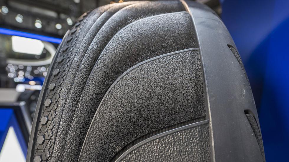 Detalle del neumático Goodyear Triple Tube en Ginebra