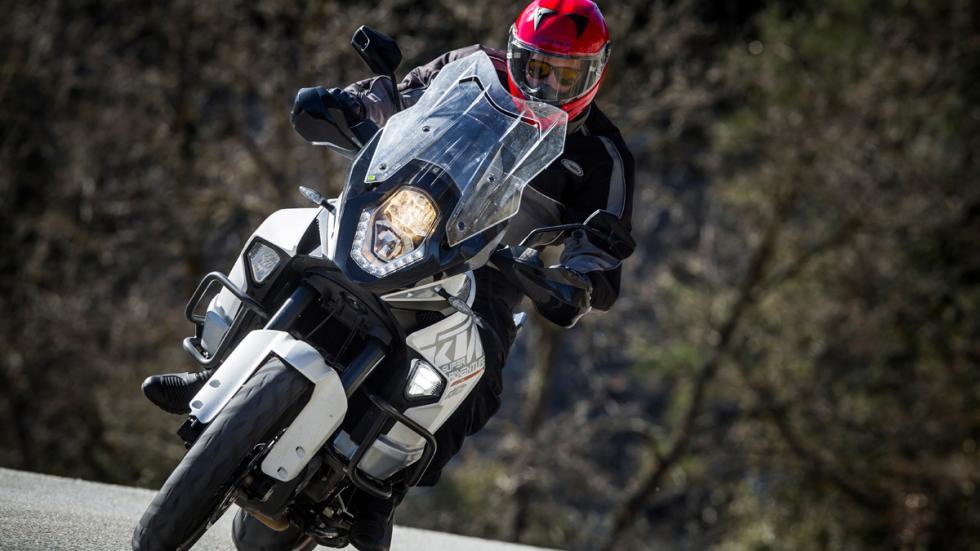 Prueba-KTM-1290-Super-Adventure-luz-de-curva-led