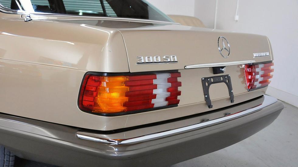 Mercedes 300SD 1982 faro trasero