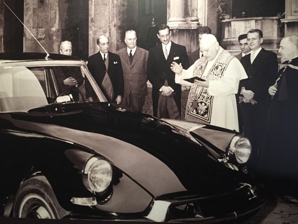 Papa Juan XXIII y el Citroën DS Tiburón