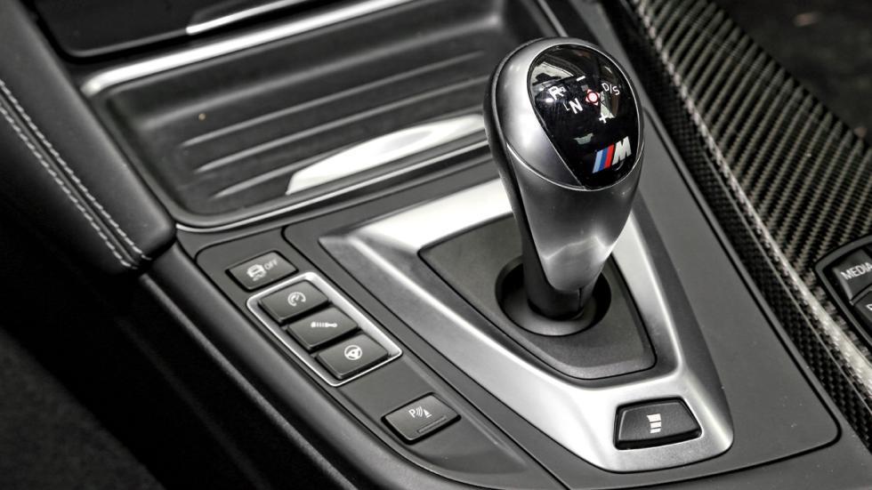 BMW-M4-palanca-de-cambios
