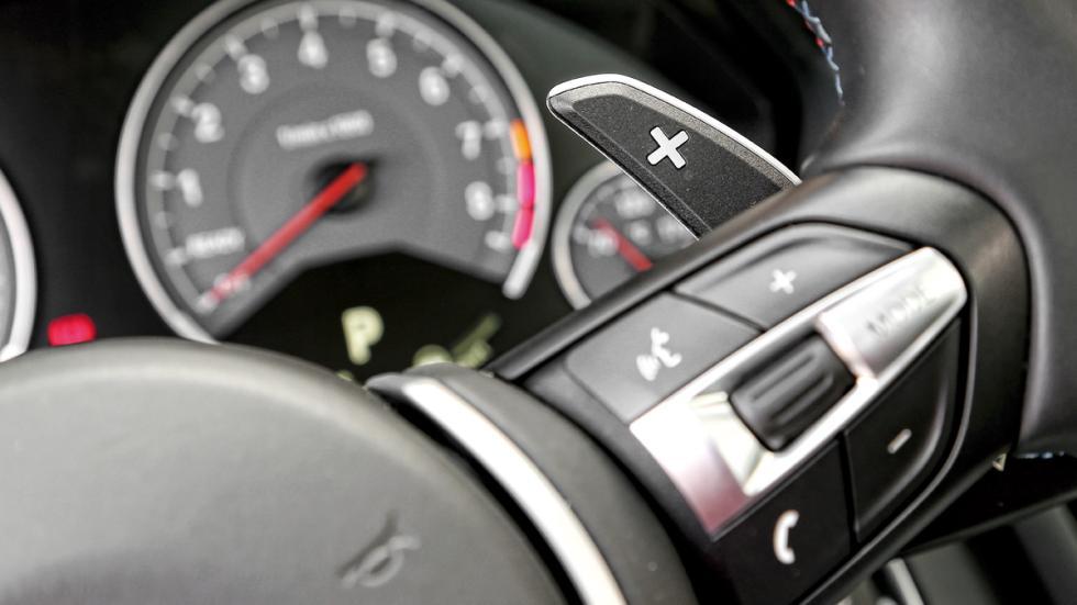 BMW-M4-botones-volante