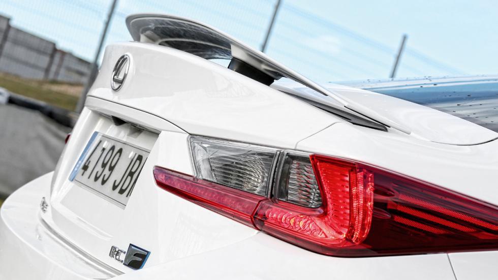 Lexus-RC-F-aleron